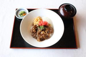 米沢牛ピリ辛丼
